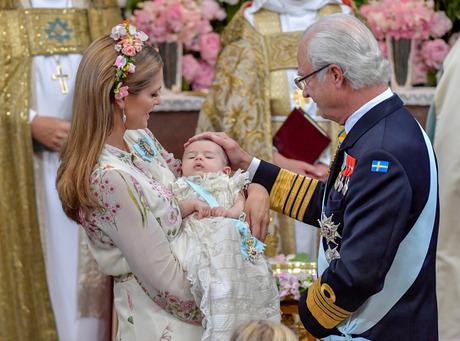 Schwedens Königsfamilie Feiert Taufe Von Prinzessin Adrienne
