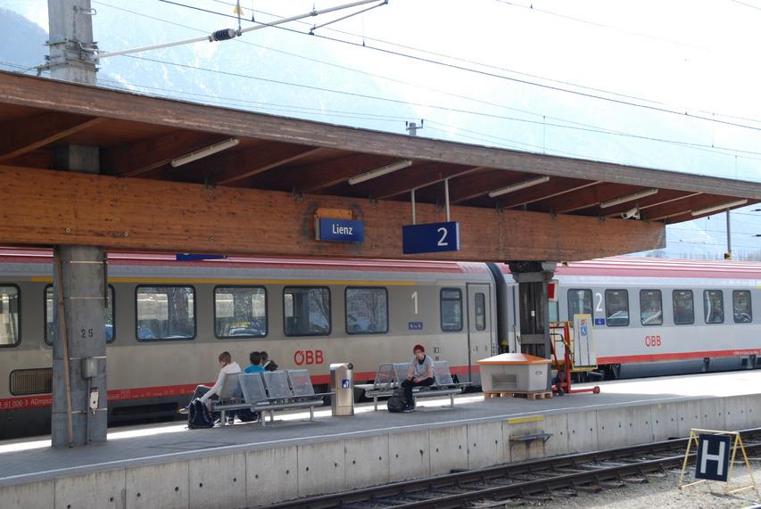 """Der traditionelle Direktzug von Lienz durch das Pustertal nach Innsbruck wird im Dezember eingestellt. Die Opposition läuft dagegen Sturm.<span class=""""TS_Fotohinweis"""">Foto: Oblasser</span>"""