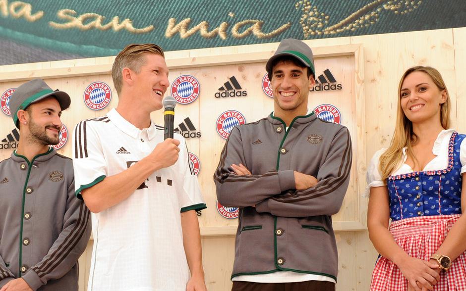 Die Bayern präsentierten am Sonntag ihre neuen Auswärtstrikots - im Trachtenlook.