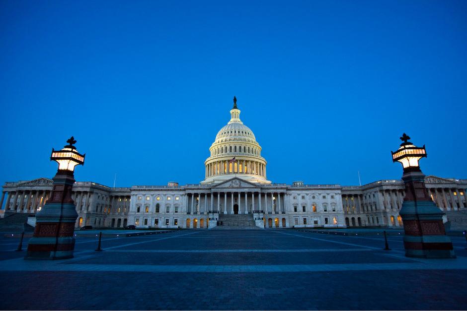 Im US-Capitol spielte sich während der Abstimmung eine bizarre Szene ab, als plötzlich eine Stenotypistin ans Rednerpult trat.