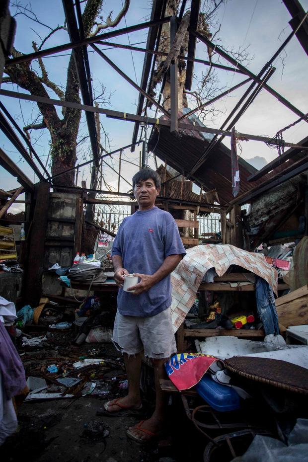 Noel in den Trümmern dessen, was ihm und seiner Famile einst Heimat war. Der 41-Jährige verlor Frau, Kinder und einen Bruder im Sturm.