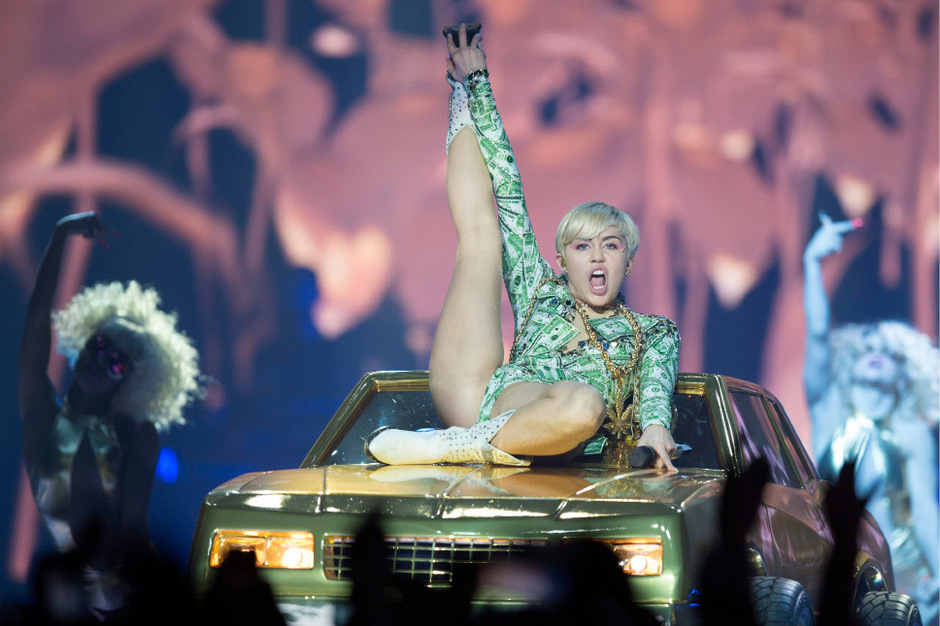 daughter-sex-miley-cyrus-live-nude-show-girl