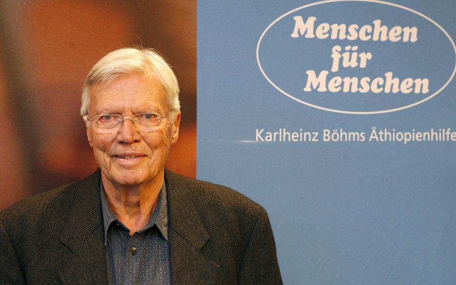 ed56b8ce7d Der Schauspieler Karlheinz Böhm verstarb nach langer schwerer Krankheit in  seinem Haus bei Salzburg.