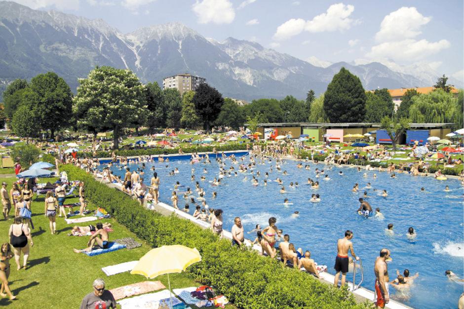 Die kommenden Tage laden zum Schwimmen ins Innsbrucker Tivoli Freibad ein.