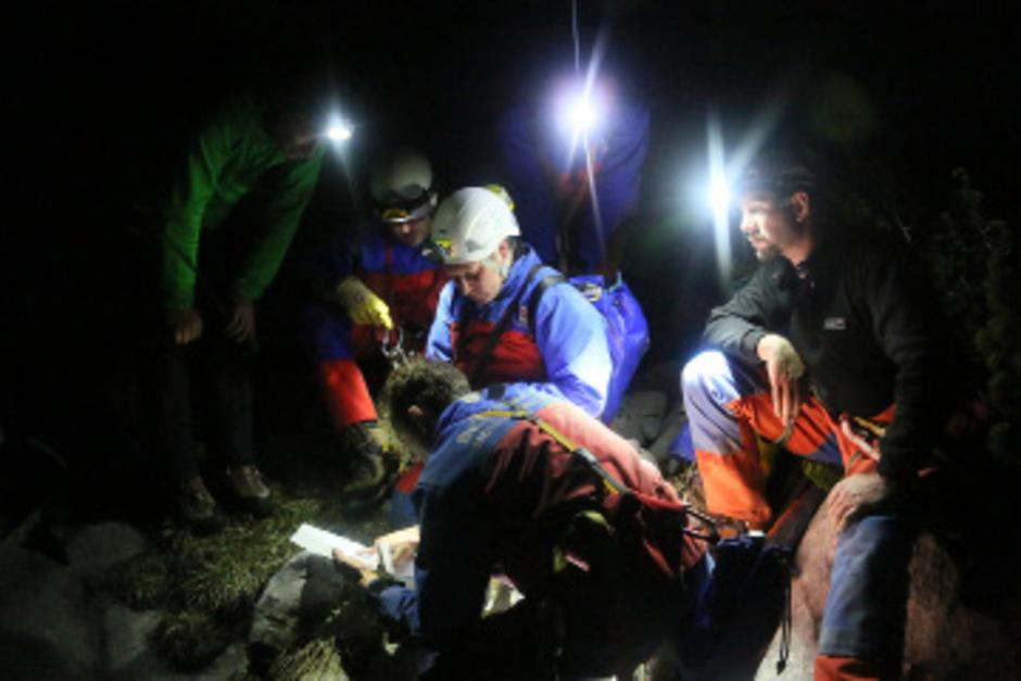 """Verletzter Höhlenforscher schickte """"liebe Grüße"""" an die Familie ..."""