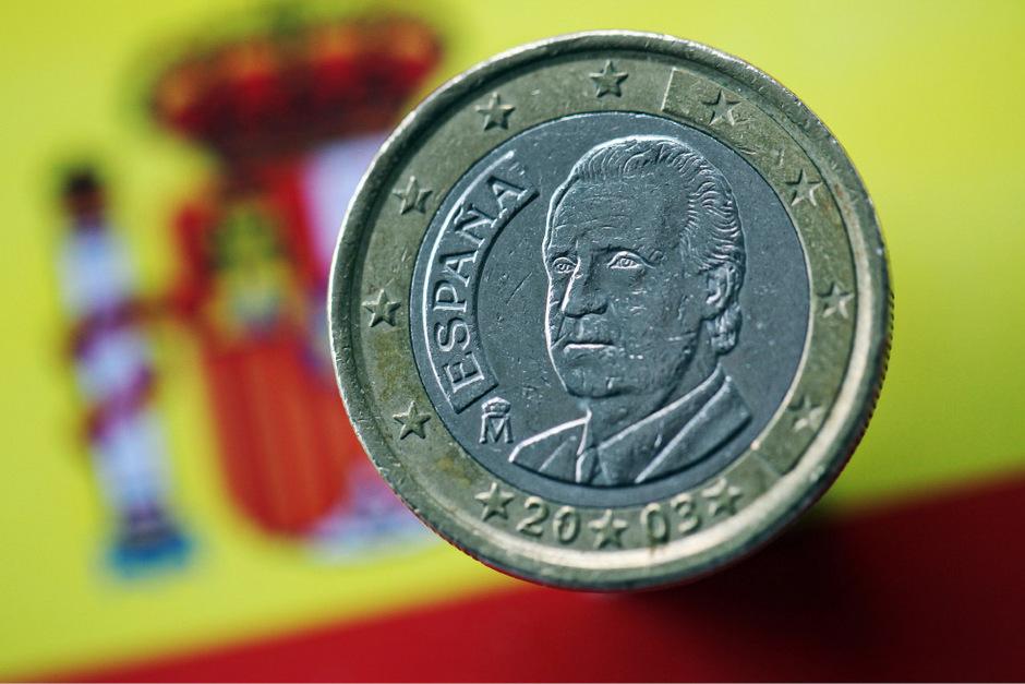Eine spanische Ein-Euro-Münze mit dem Bild von König Juan Carlos.