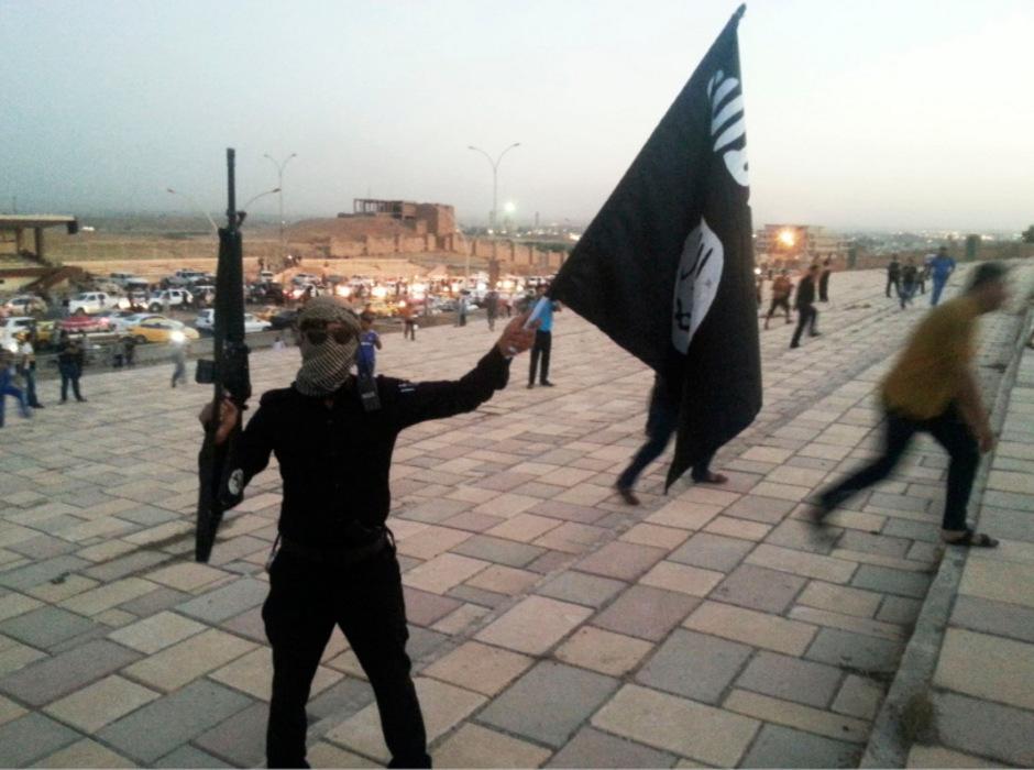 Ein IS-Kämpfer in der irakischen Stadt Mossul.