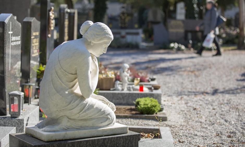 Gerade an Allerheiligen und Allerseelen rücken Gedanken an den Tod in den Vordergrund.