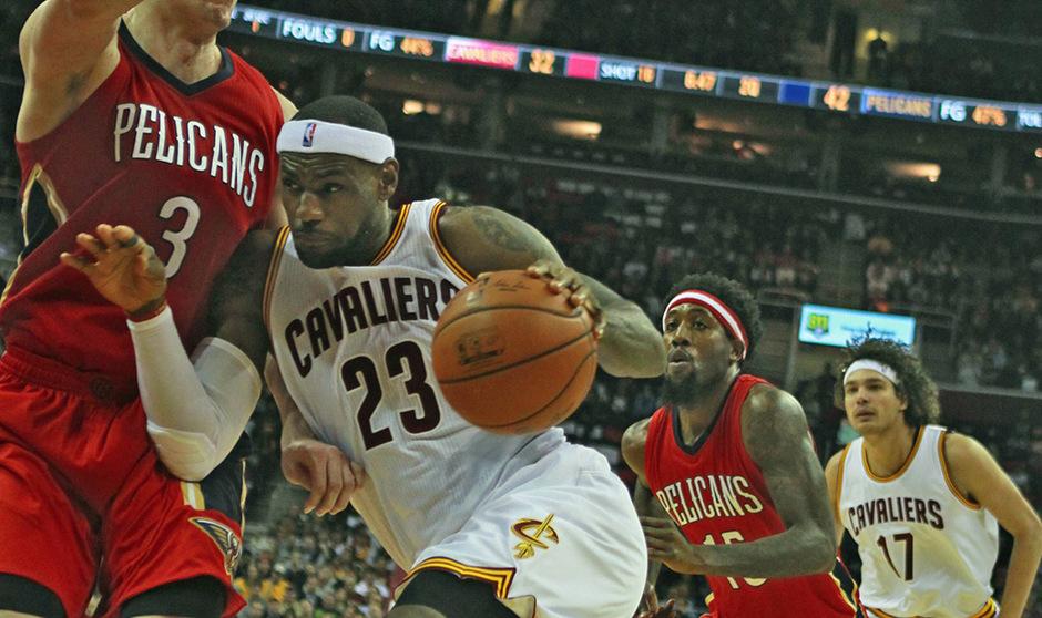 LeBron James war auf dem Weg zum Korb von den Pelicans nicht zu stoppen.
