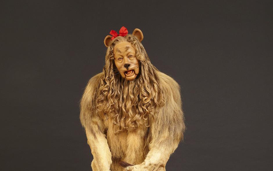 Wer das Kostüm aus echtem Löwenleder und Löwenfell ersteigerte, wurde zunächst nicht bekannt.