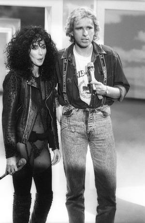 Thomas Gottschalk 1987 mit der leicht bekleideten Cher. Damals ein Skandal.