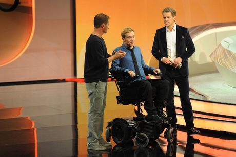 Als Samuel Koch im Rollstuhl auf die Bühne fuhr, erhob sich das gesamte Publikum von den Stühlen.