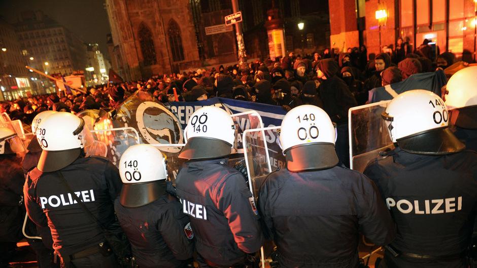 Der Akademikerball wird jährlich von Protesten begleitet.