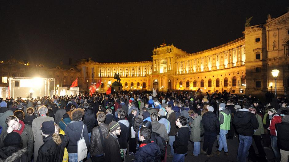Der Akademikerball ruft traditionell Tausende Demonstranten auf den Plan (im Bild 2013). Im Vorjahr waren die Proteste eskaliert.