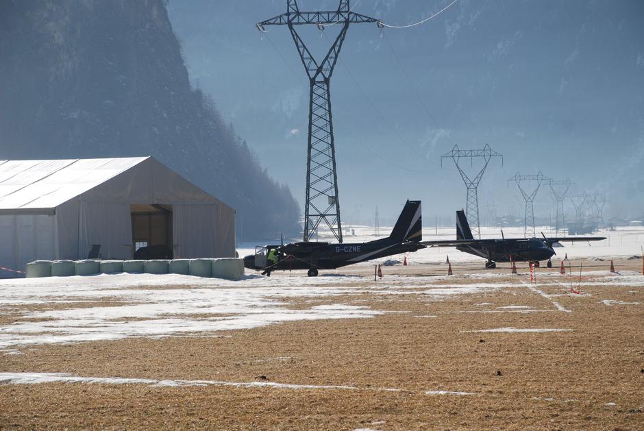 """Am Mittwoch machten die in Längenfeld abgestellten Flugzeuge einen """"Abflug""""."""