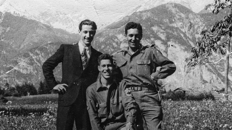 """Das """"Greenup""""-Team in Oberperfuss kurz nach der Befreiung im Mai 1945: v.l. Franz Weber, Hans Wijnberg und Fred Mayer."""