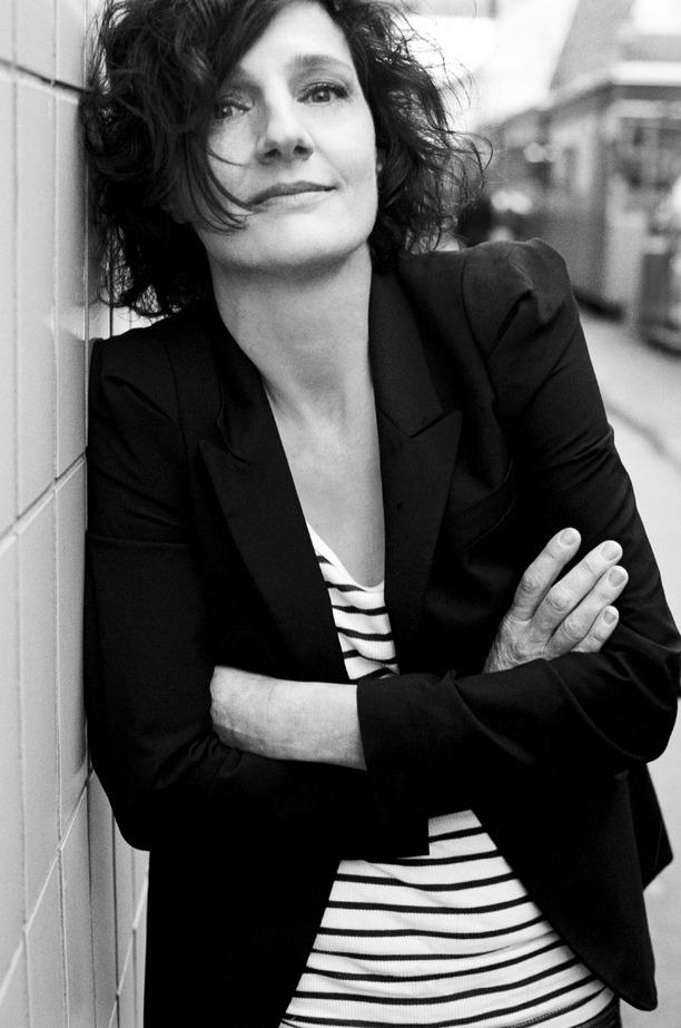 Die Kolumnistin und Autorin Doris Knecht legt ihren dritten Roman vor und gibt darin einem Opfer der Wirtschaftskrise Raum. <span class=&quot;TT11_Fotohinweis&quot;>Foto: Pamela Rußmann</span>