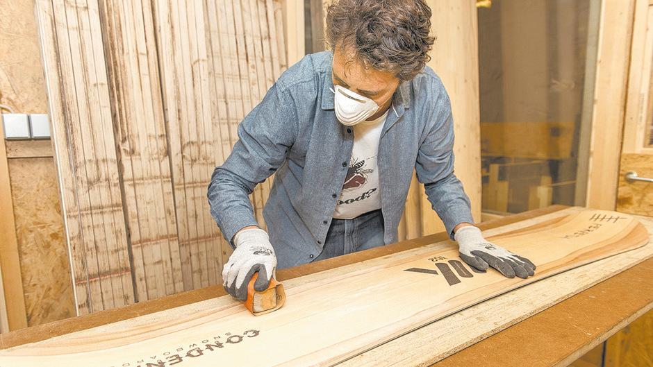 Schleifen mit Liebe. Beim Spurart-Workshop im Innsbrucker Stadtteil Hötting entstehen Unikate.