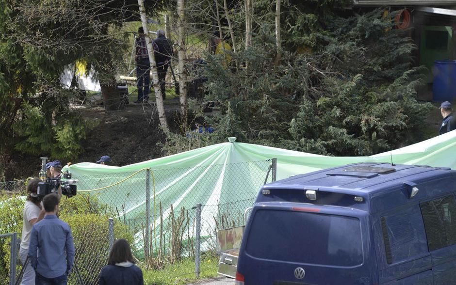 Der Schrebergarten, in dem die Leiche entdeckt worden war, wurde am Donnerstag vor Schaulustigen abgeschirmt.