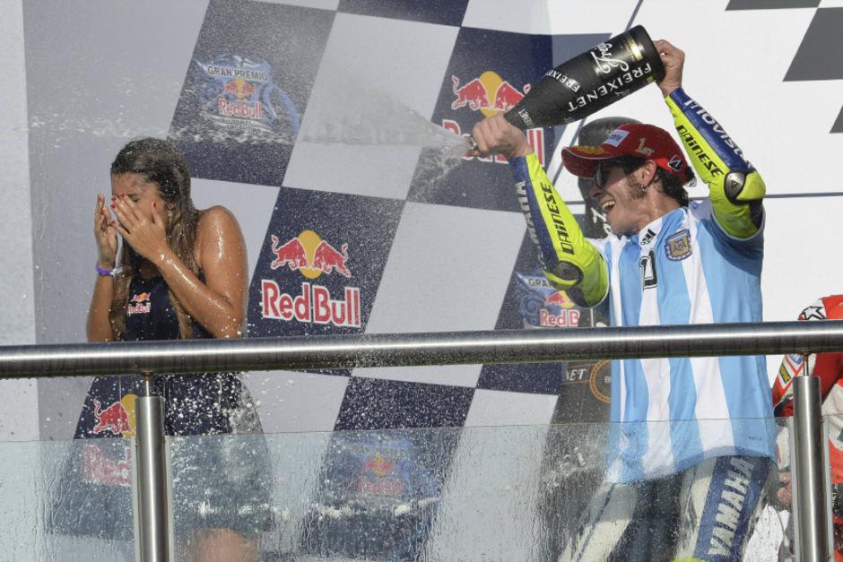 Rossi feierte seinen Sieg im Maradona-Trikot ausgelassen.