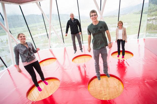 Familie Schönenberger reiste extra aus der Schweiz an, um am Tag der Wiedereröffnung die neuen Sensationen zu bestaunen.