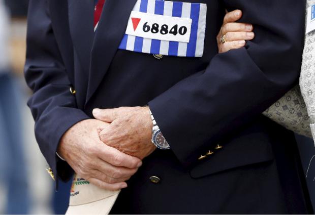 Ein Besucher erinnerte mit einer Häftlingsnummer an die Opfer von Mauthausen.