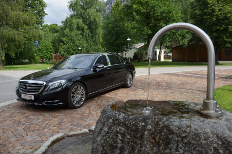 Ab 163.630 Euro bietet Mercedes den S500 Maybach an, außerdem gibt es ihn mit einem 6,0-Liter-V12-Benzinmotor zu kaufen (als S600 Maybach).