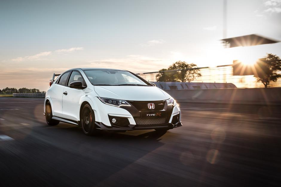 Kompakt-Sportler mit Drehorgel unter der Haube: 310 PS leistet der Zweiliter-Vierzylinder-Turbobenziner im neuen Honda Civic Type R.