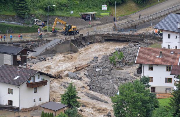 Aufräumarbeiten in der Gemeinde Sellrain nach dem heftigen Unwetter.