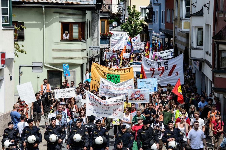 Eine Demonstration der Bilderberg-Gegner mit 500 Teilnehmern ging ohne Zwischenfälle über die Bühne.