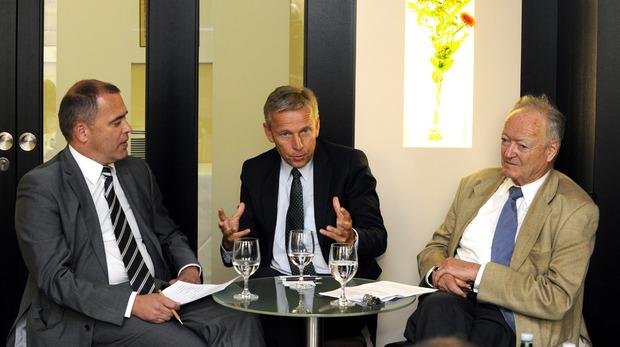 """""""Wir dürfen die FPÖ nicht ausschließen"""": Reinhold Lopatka mit TT-Chefredakteur Alois Vahrner (l.) und Ex-Nationalratspräsident Andreas Khol."""