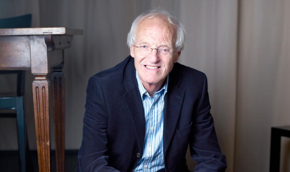 Michael Frayn lebt in London und ist erfolgreicher Dramatiker, Romancier, Drehbuchautor und Übersetzer.