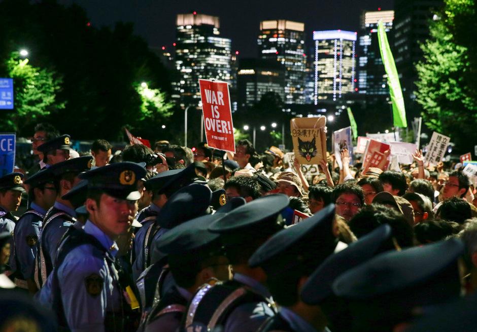 Tausende Demonstranten protestierten in Tokio gegen die neuen Gesetze.