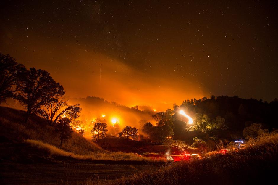 Das Feuer rund vernichtete bereits ungefähr 260 Quadratkilometer Wald- und Buschland.