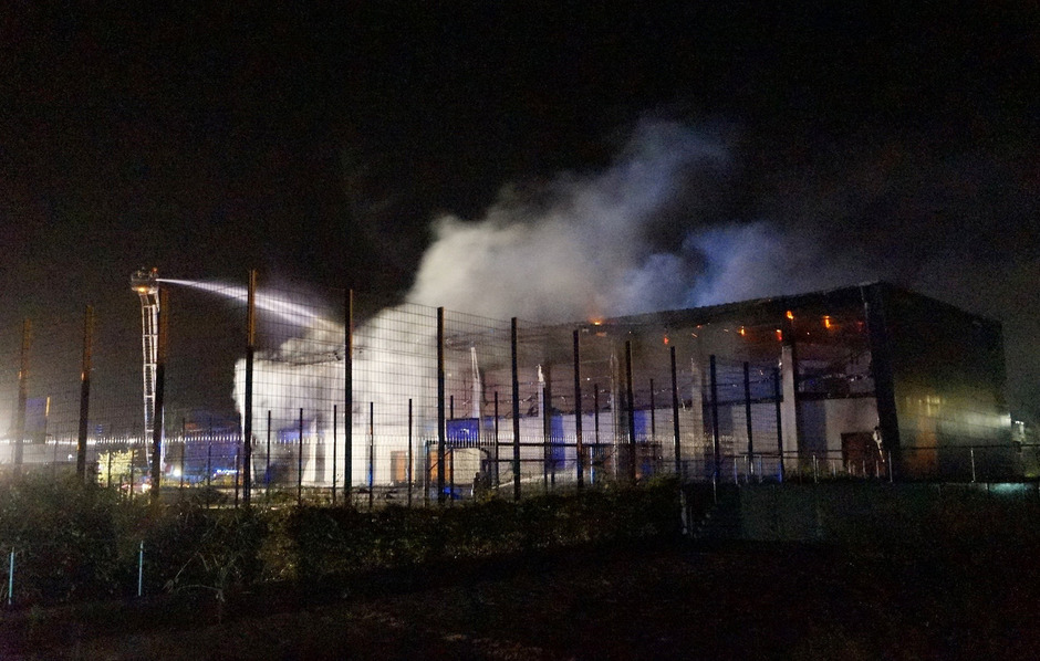 Brennende Flüchtlingsunterkunft in Deutschland (Archivbild)