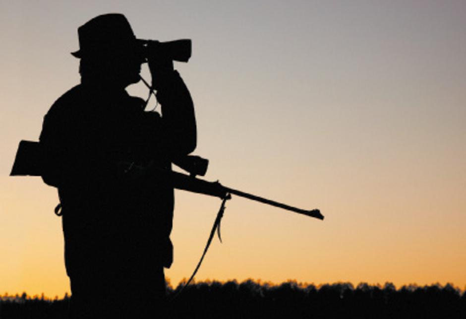 Die Tiroler Jäger haben keine Faustfeuerwaffenausbildung. Der Jägerverband hat daher bereits zwei (Freiwilligen-)Kurse in dieser Waffengattung angeboten. In Tirol wurden heuer 23 Waffenpässe für Jäger ausgestellt, vergangenes Jahr waren es 34.
