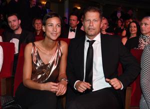 Schauspieler Til Schweiger und seine Freundin Marlene Shirley unterhalten vor der Preisverleihung.