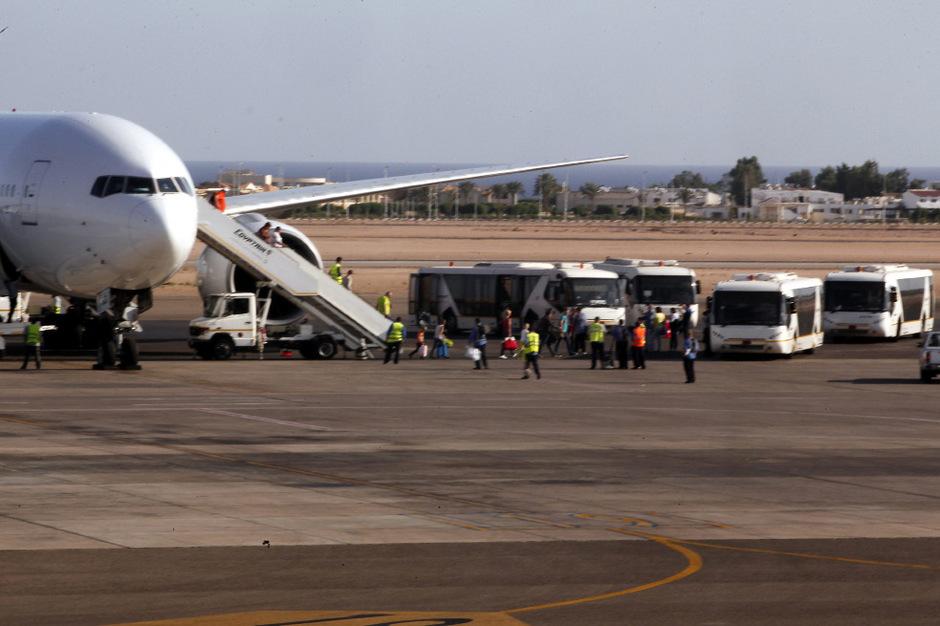 Ein Passagierjet, der beinahe von einer Rakete getroffen worden wäre, konnte in Ägypten sicher landen. (Symbolfoto)
