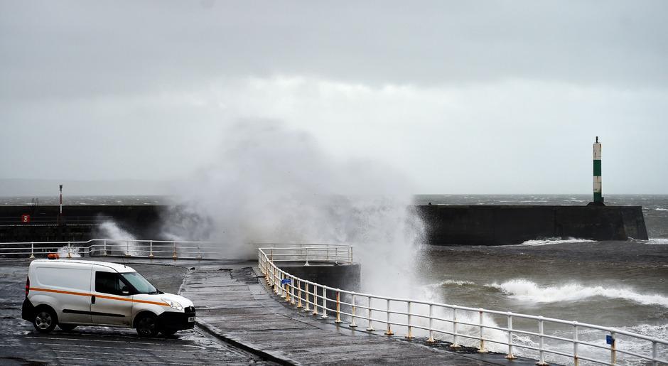 Der Sturm traf auch in Wales auf Land.