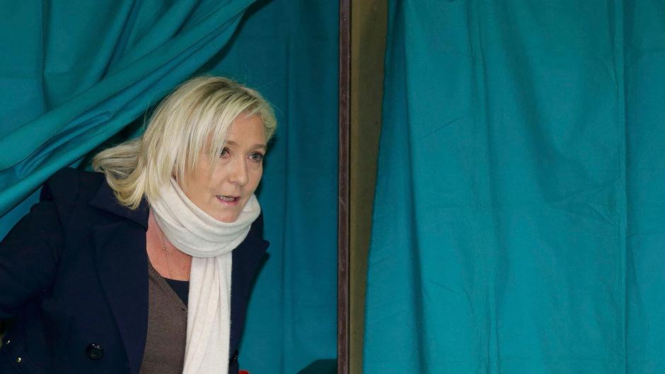FN-Parteichefin Marine Le Pen gab ihre Stimme in Henin-Beaumont ab, wo sie auch selbst kandidiert.