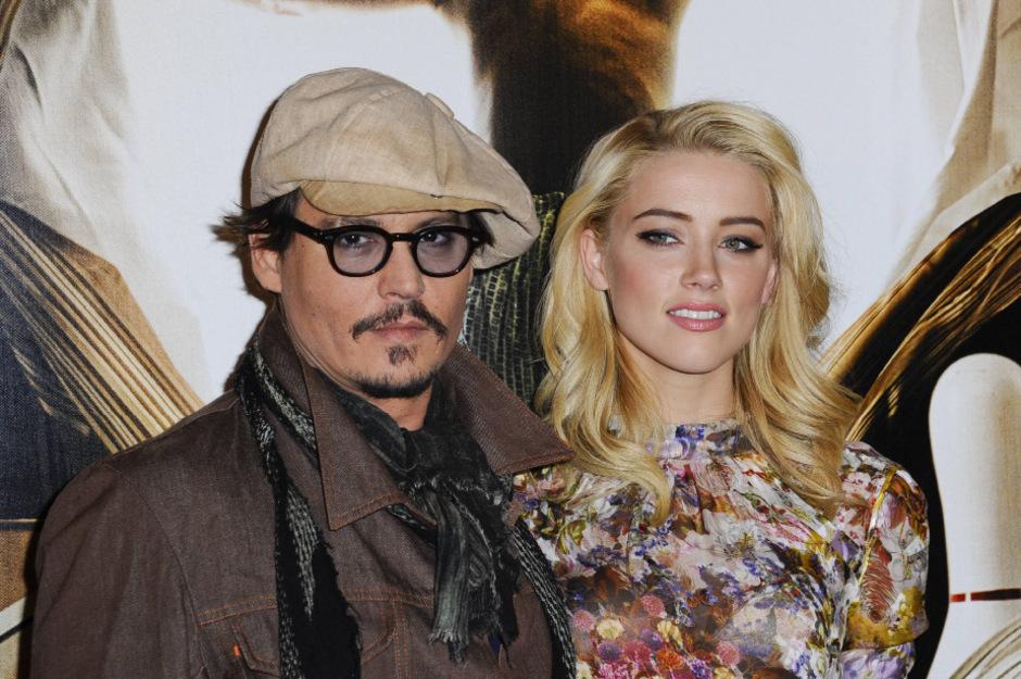 Johnny Depp und Amber Heard müssen wegen der illegalen Mitnahme ihrer Hunde nach Australien vor Gericht erscheinen.