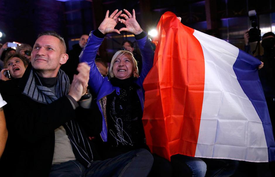 Anhänger des Front National feiern den Wahlausgang.