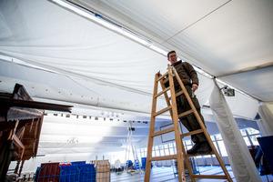 Nicht nur im VIP-Zelt sind seit zwei Wochen Bundesheer-Rekruten (im Bild Rupert Schnitzhofer) mit Aufbauarbeiten beschäftigt.