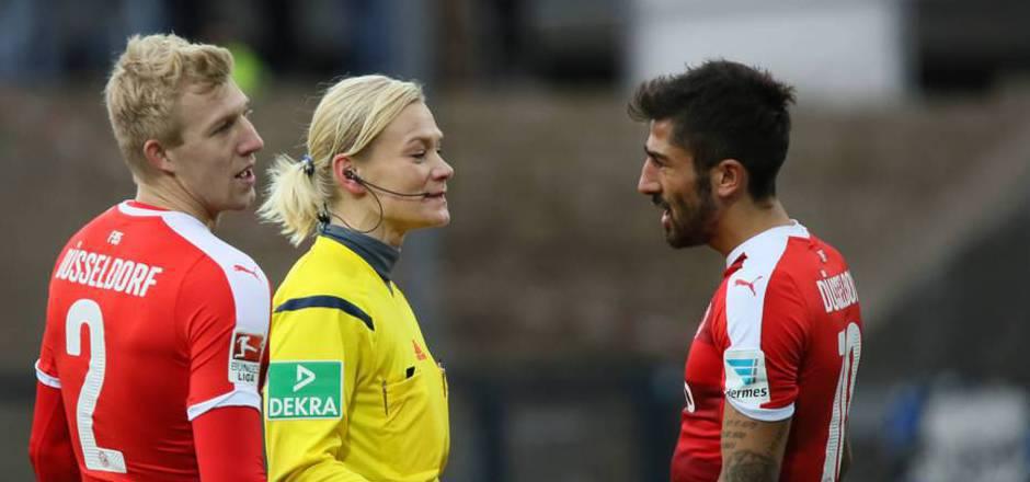 """""""Frauen haben auf einem Fußballplatz nichts zu suchen"""", schimpfte Kerem Demirbay in Richtung von Schiedsrichterin Bibiana Steinhaus. Dafür wurde der Düsseldorf-Profi fünf Wochen gesperrt."""
