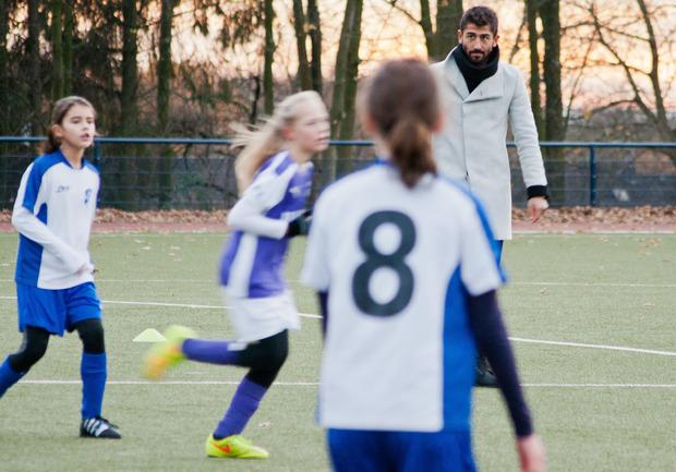 Als Zeichen der Reue pfiff Demirbay ein Mädchen-Fußballspiel.