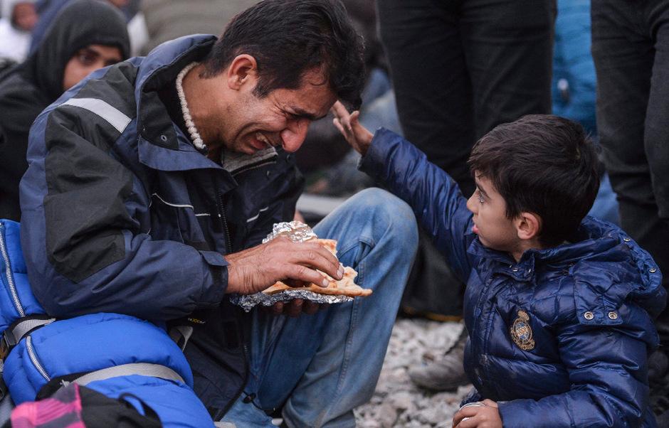Im griechischen Grenzort Idomeni spielten sich wochenlang dramatische Szenen ab, weil Flüchtlinge aus Ländern wie Pakistan, Iran oder Marokko von Mazedonien abgewiesen wurden. Am Mittwoch wurden rund 1.800 Menschen von dort nach Athen zurückgebracht.