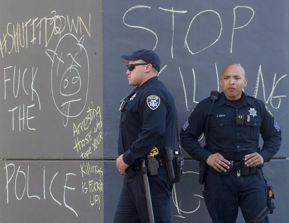 Vermehrte Fälle von exzessiver Gewalt haben die Stimmung gegenüber der Polizei in den USA auf einen Tiefpunkt sinken lassen.