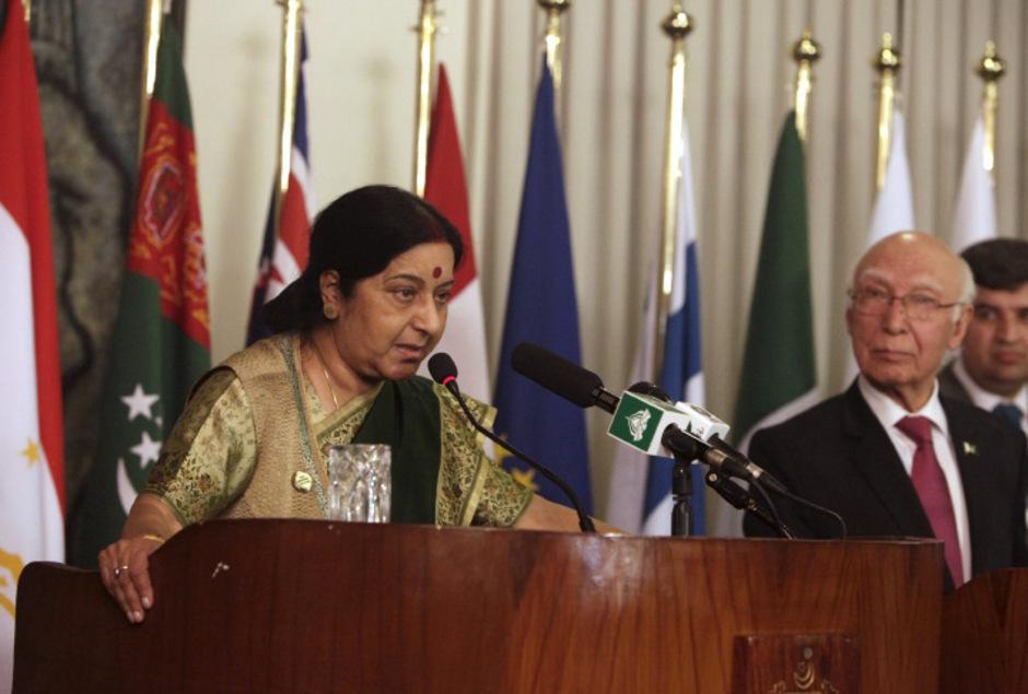 Am Rande eines Gipfels in Islamabad vereinbarte Indiens Außenministerin  Sushma Swaraj Friedensgespräche mit Pakistan.