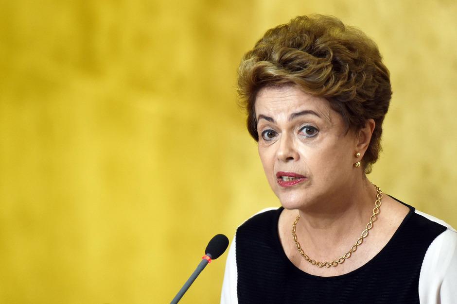 Präsidentin dilma Rousseff wird vorgeworfen den Haushalt unter anderem im Wahljahr 2014 geschönt zu haben.