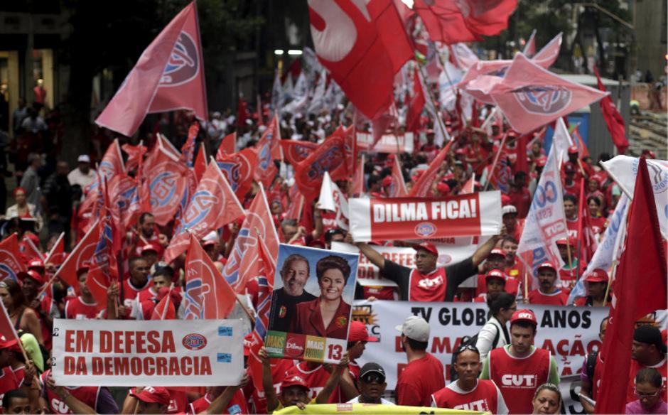 Anhänger von Brasiliens Präsidentin Dilma Rousseff protestierten am 8. Dezember gegen das Amtsenthebungsverfahren.